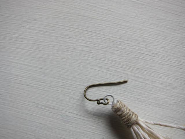 画像2: the last flower of the afternoon Magnolia earring(片耳ピアス)